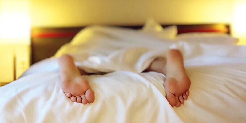 куда спать ногами по фен шуй